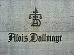 Dallmayr-Ladenschild mit Familienwappen.JPG