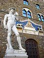 David de Michelangelo (réplica) (3845553413) (3).jpg