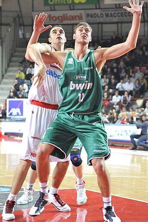 Donatas Motiejūnas - Motiejūnas (front) with Benetton Treviso in 2011