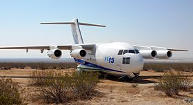 Un YC-15 exposé à la Edwards Air Force Base