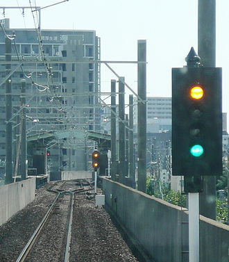 Signalling block system - Vertical colour light signal on the Enshū Railway Line in Japan