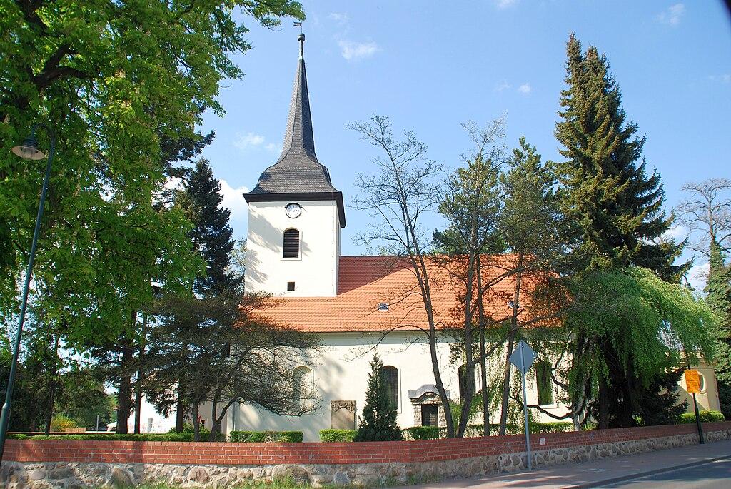 Baudenkmal Dorfkirche Fredersdorf und Gruftbau für Heinrich Graf von Podewils sowie Kirchhofsmauer mit Tor