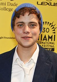 Douglas Smith Douglas Smith (cropped).jpg