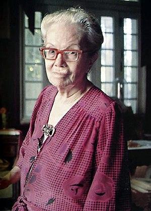 Dulce María Loynaz - Dulce at her desk