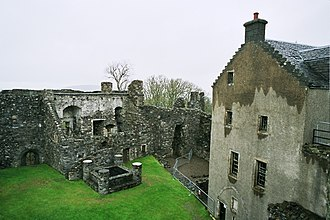 Dunstaffnage Castle - The north-west range of 1725, with the gatehouse on the right, seen from the parapet walk
