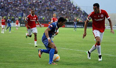 bd0611fe2 Réver (à direita) atuando pelo Inter