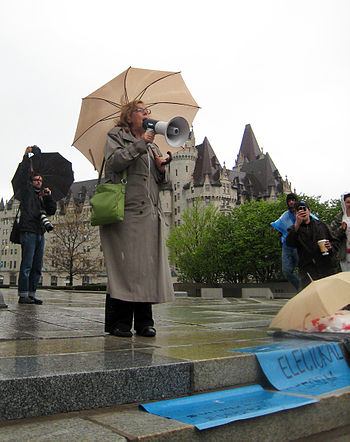 English: Elizabeth May speaking at National Da...