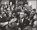 Een delegatie van de in Amsterdam demonstrerende studenten is naar het stadhuis , Bestanddeelnr 092-0689.jpg
