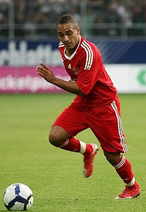 Nabil El Zhar - El Zhar playing for Liverpool in 2009