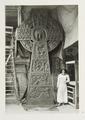 Ellen Roosval vid Ebba von Eckermanns kors - Hallwylska museet - 105375.tif