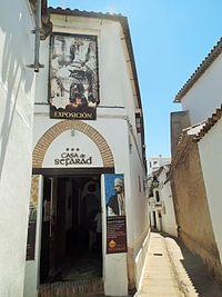 Entrada de la Casa de Sefarad en Córdoba, España.jpg