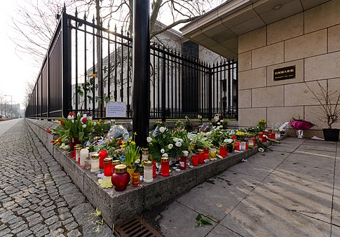 Entrance of the Japanese Embassy in Berlin after the earthquake and tsunami and subsequent accidents at the Fukushima Daichi power plant on March 15. Image: Jochen Jansen.