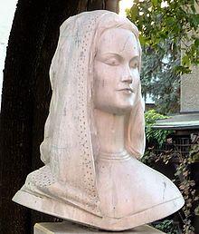 Erna Berger-Stele in Cossebaude (cropped).jpg
