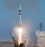 Expedition 54 Launch (NHQ201712170004).jpg