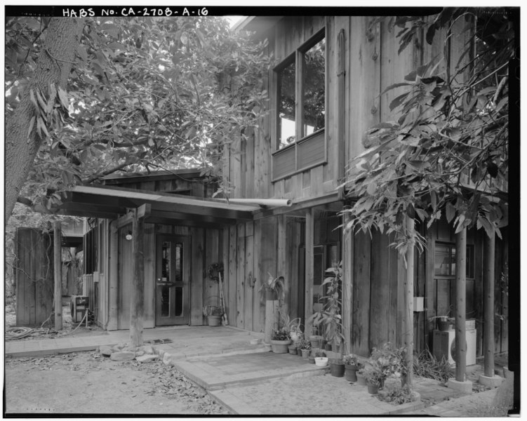 File:Exterior main residence kitchen entry view, facing northeast. - Sam and Alfreda Maloof Compound, Main Residence and Workshop, 9553 Highland Avenue, Rancho Cucamonga, San HABS CAL,36-RANCU,3A-16.tif