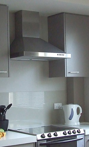 Exhaust hood - An extractor hood in a small apartment
