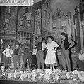 Feestprogramma in Tuschinsky ter gelegenheid van veertigjarig bestaan. Scene uit, Bestanddeelnr 913-1055.jpg