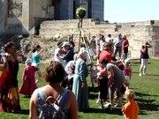 File:Fete des jeux au chateau de Falaise (XIeme siecle).webm