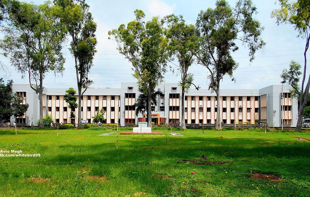 First Administration Building , University of Rajshahi.jpg