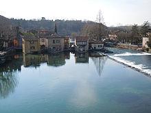 Il Mincio a Borghetto, piccola frazione sorta ai piedi del ponte visconteo di Valeggio sul Mincio, nota per i caratteristici edifici con mulini ad acqua