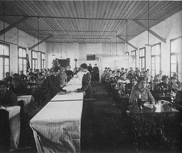 Flüchtlingslager Wagna - Nähschule - k.k. Innenministerium - 1914.jpg