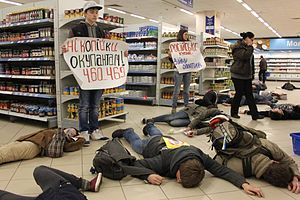 Do not buy Russian goods! - Flash mob in a Kiev supermarket on March 15, 2014