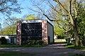 Frankfurt-Zeilsheim, Friedhof, Trauerhalle (1).JPG