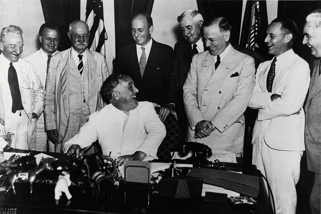 Franklin Delano Roosevelt signs Banking Act of 1935