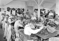Frauen in der Armeeschneiderwerkstatt an der Arbeit - CH-BAR - 3241360.tif