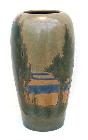 Frederick Hurten Rhead - Image: Frederick Rhead vase