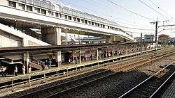 Fuchu-Hommachi Station platform 1 20121124.JPG