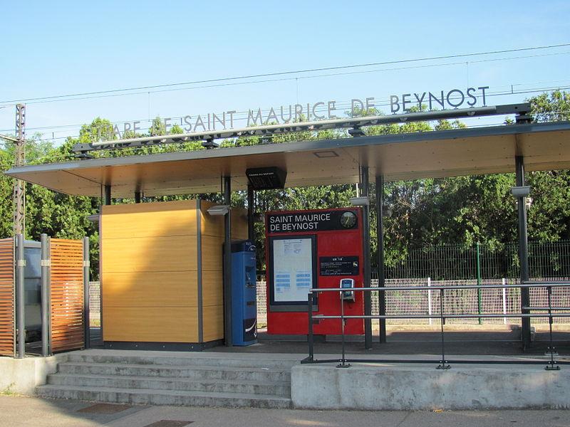 Vue de la gare, côté route de Genève, Saint-Maurice-de-Beynost.
