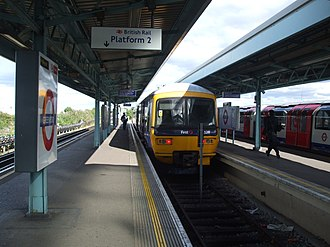 Bay platform - Bay platform at Greenford station