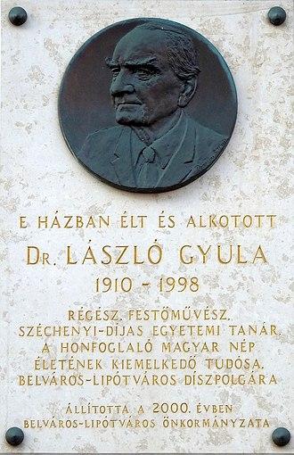 Gyula László - A commemoration plaque affixed to László's home