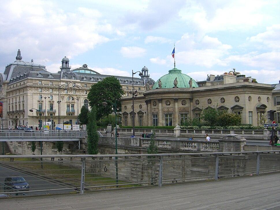 Hôtel de Salm as seen from Passerelle Léopold-Sédar-Senghor, Paris 2005