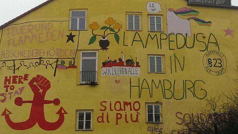 "File:Hafenstraße ""Lampedusa in Hamburg"" Solipainting.jpg"