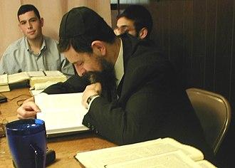David Harris (rabbi) - Rabbi Dovid Harris giving shiur