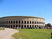 جامعة هارفارد 180px-Harvard_Stadium%2C_Dudesleeper