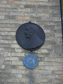 Photo of Robert A Hadfield green plaque