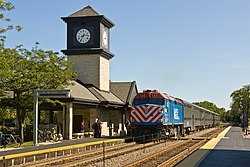 Highland Park Metra train 070915.jpg