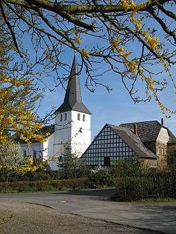 Ortskern von Honrath (Stadt Lohmar) mit evangelischer Kirche ursprünglich romanisch aus dem 12. bis 13. Jahrhundert, Turm 17. Jahrhundert, Turmhelm 18...