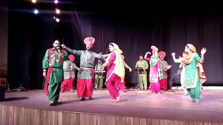 চিত্র:Hot seasons Punjabi Folk dance.webm
