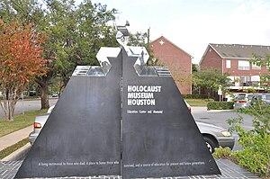 Holocaust Museum Houston - Image: Houston Holocaust Museum Parking Lot Entrance