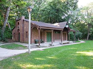 Hubbard Park (Shorewood, Wisconsin) - Image: Hubbard Park Youth Pavilion