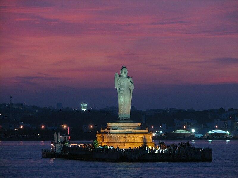 चित्र:Hussain Sagar lake, Hyderabad.jpg
