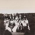 I haven på Landbruksskolen Bodin. Gudrun Nissen og Nils Ankers bryllup, 28.7.1902 - no-nb digifoto 20140411 00022 bldsa fFA00213 (cropped).jpg