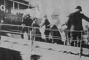 Italian Brazilians - Italians getting into a ship to Brazil, 1910.