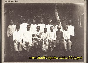 Ma'anyan people - A group of Ma'anyan people whom had recently been baptized in 1920s.