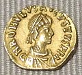 Impero d'occidente, romolo augustolo, tremisse in oro (roma), 475-476.JPG