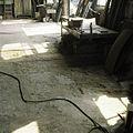 Interieur, vloer in werkplaats met versleten klinkers - Sappemeer - 20388321 - RCE.jpg
